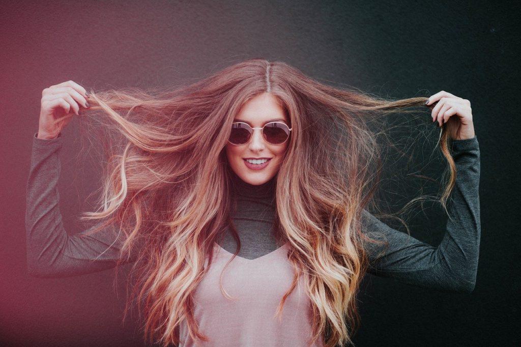Haaröl dient zur Pflege der Haare