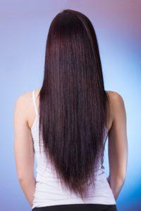 Glatte Haare nach dem Stylen mit dem Glätteisen