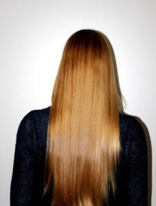 Jessy mit glänzendem Haar