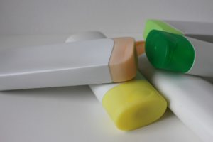Verschiedene Shampooflaschen